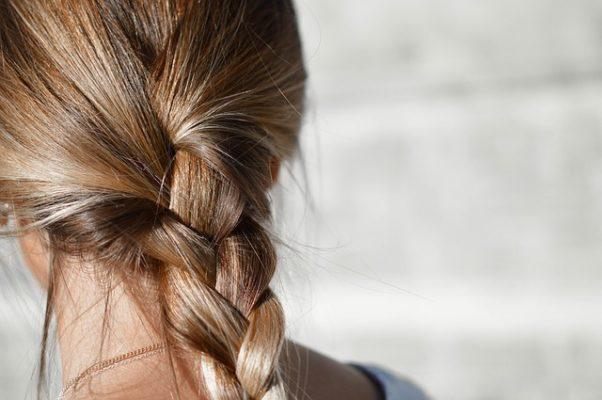 Caída de pelo & Ayurveda - Causas y remedios naturales sayoni care